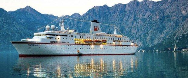 Neues Führungspersonal an Bord der DEUTSCHLAND. (Foto: Reederei Dahlmann)