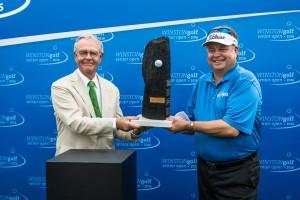 Sieger im Stechen: WINSTON-Patron Wijnand Pon mit dem Schotten Andrew Oldcorn, Gewinner der WINSTONgolf Senior Open 2016. Foto: WINSTONgolf/Alexander Hartmann.